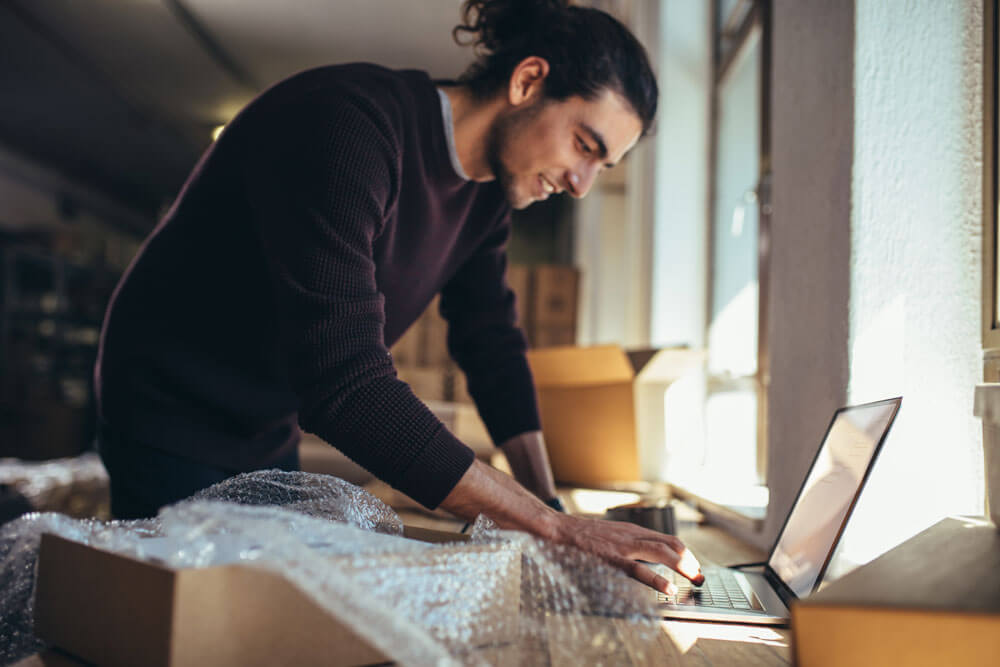 Projektmanager E-Commerce bei seinen Aufgaben